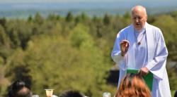 Fr. Peter McKenna talks to the retreatants